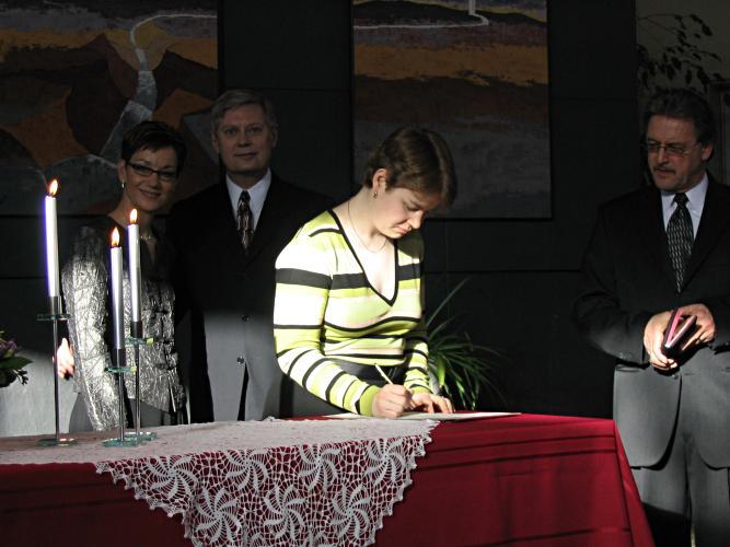 [Darcia signing]